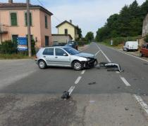 Scontro all'incrocio, traffico rallentato
