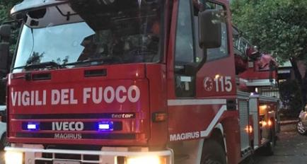 Incidente in autostrada, auto ribaltata
